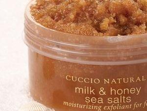 Peelingująca sól morska do stóp Miód i Mleko 240 ml CUCCIO