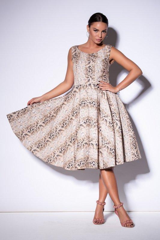 Sukienka we wzór z delikatnie rozkloszowanym dołem
