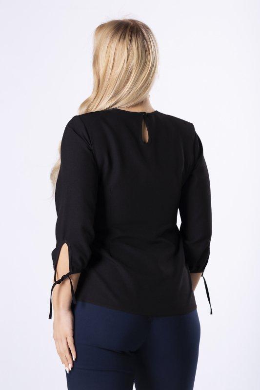 elegancka bluzka z biżuteryjną ozdobą na biuście, zakładką z przodu i wiązaniami przy mankietach