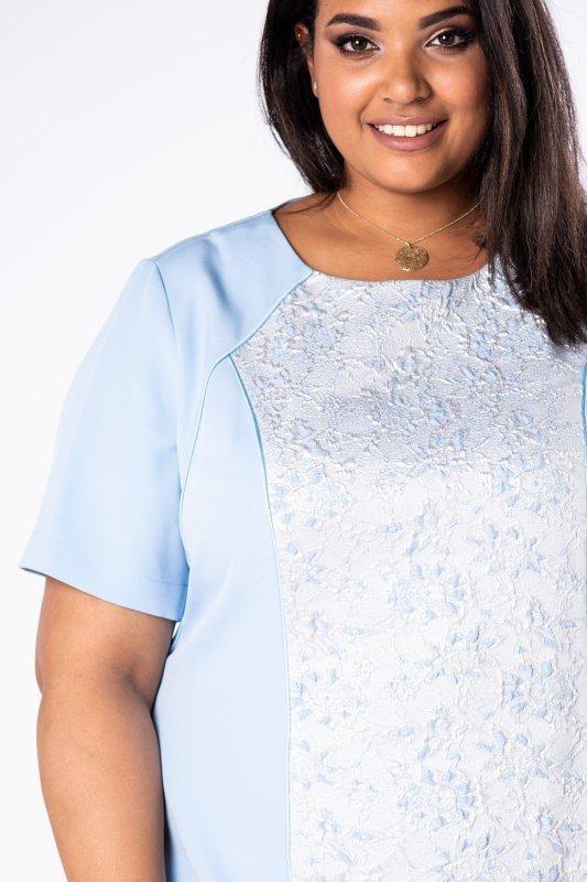 dopasowana sukienka z ażurową wstawką z przodu