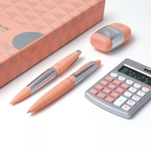 ZESTAW UPOMINKOWY SREBRNY kalkulator długopis ołówek gumka (08738)