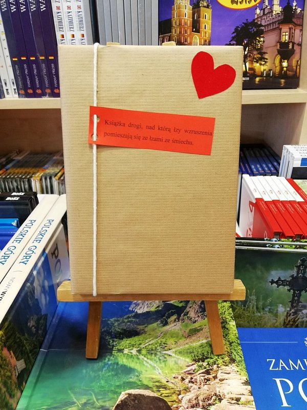 Książka drogi, nad którą łzy wzruszenia pomieszają się ze łzami ze śmiechu...