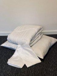Zestaw pościelowy - kołdra i poduszka z poszewkami
