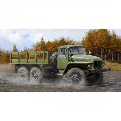 Trumpeter TRUMPETER Russian Ural-4 320 truck