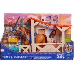 Just Play Mustang: Duch wolności Spirit - Stajnia i koń