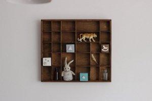 Drewniana półka na figurki