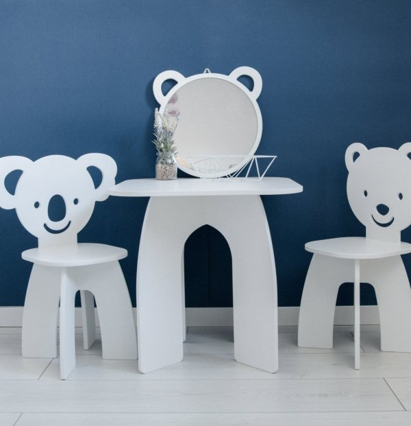 Zestaw stoliczek i 2 krzesełka