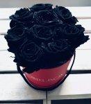 Czarne żywe WIECZNE róże w średnim czerwonym boxie