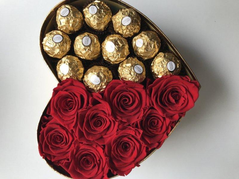 Box serce róże świeże, żywe i Ferrero Rocher