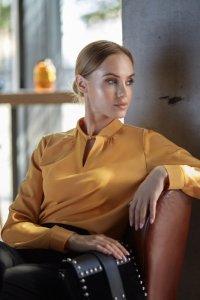 S126 Bluzka z supełkiem pod szyją - żółta