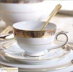 Filizanka do herbaty Villa Italia RenesansRenesans to kolekcja białej porcelany o klasycznej, eleganckiej a zarazem praktycznej formie zdobiona paskiem platyny z motywem roślinnym oraz dwoma delikatnymi paskami złota. Całość tworzy zrównoważoną, eleganck...