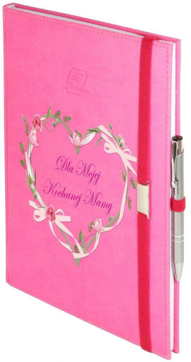 Notes A4 z długopisem zamykany na gumkę z blaszką - papier biały w kratkę - oprawa Vivella różowa (gumka różowa) - Z NADRUKIEM SERCE NA DZIEŃ MATKI