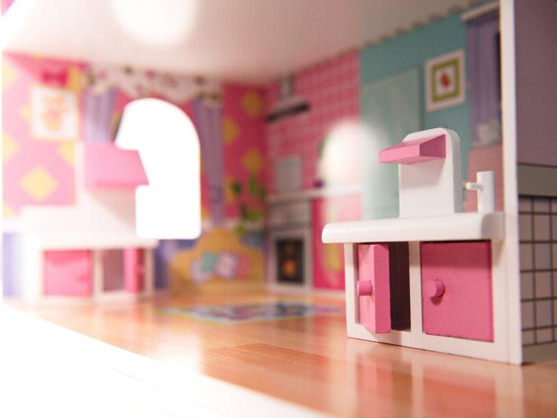 Domek-drewniany-dla-lalek-Różowa-Willa-70cm-LED-11