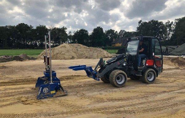 AP Leveller push-pull wydajny i innowacyjny system niwelacji terenu zdolny do pracy do przodu jak i do tyłu.
