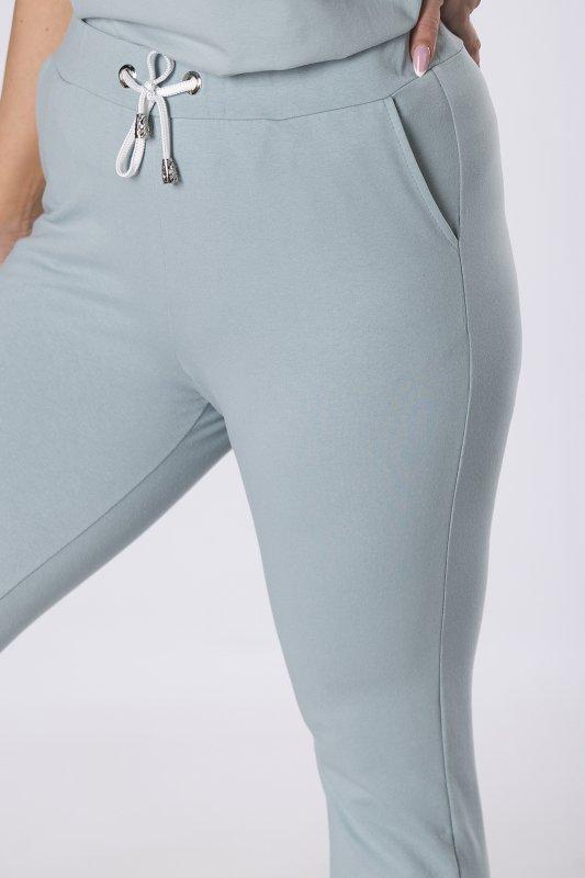 dresowe spodnie z kontrastowymi wstawkami