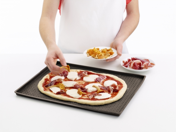 Mata do pizzy – perforowana Lekue