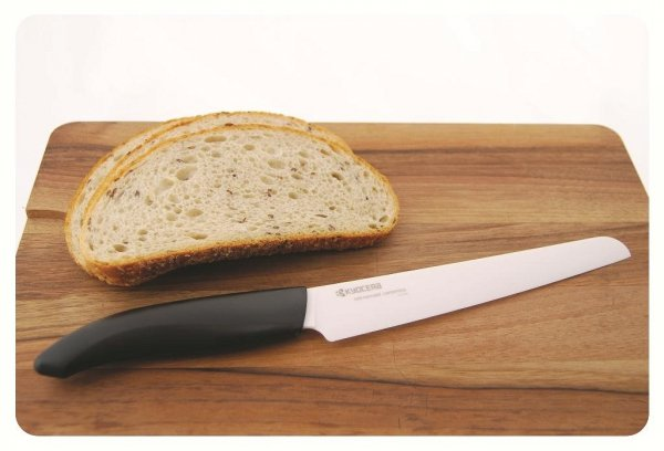 Kuchenny nóż ceramiczny do porcjowania ząbkowany 18cm Kyocera