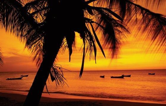 Zachód Słońca - Łodzie przy Plaży - plakat