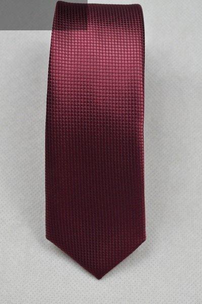Krawat bordowy tłoczony.