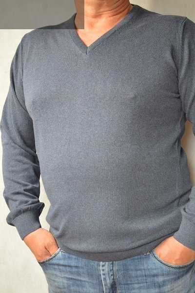 Sweter w serek nadwymiar szary.
