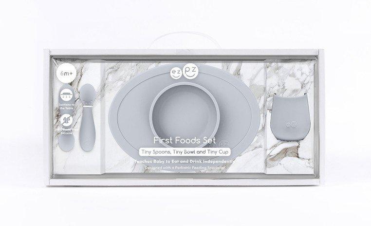 EZPZ Komplet pierwszych naczyń silikonowych First Foods Set pastelowa szarość