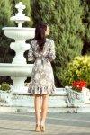 Sukienka z falbankami i paskiem - Jasne kwiaty na szarym tle - numoco 193-4