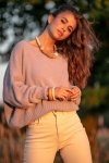 Luźny sweter z dekoltem F1066- fiolet -2