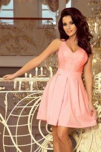 Sukienka z koronkowym dekoltem i kontrafałdami - Pastelowy  Róż - numoco 208-5