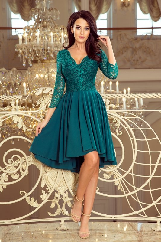 Sukienka z dłuższym tyłem z koronkowym dekoltem Nicolle - Butelkowa Zieleń - numoco 210-8