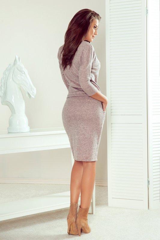 Sukienka sportowa ze sweterkowego materiału - Brudny Róż- numoco 13-116