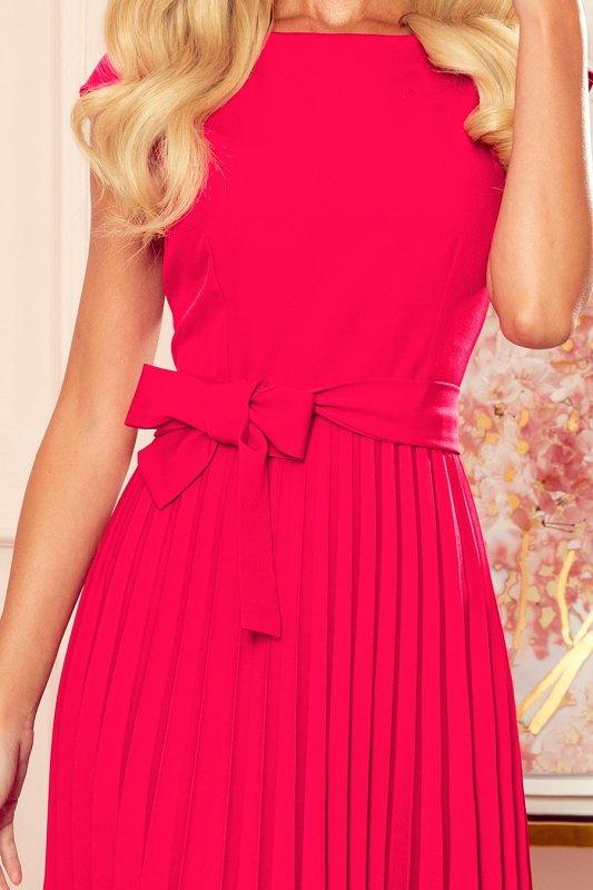 LILA Plisowana sukienka z krótkim rękawkiem - kolor MALINOWY -5