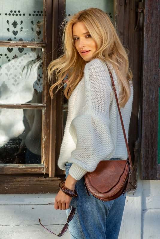 Luźny sweter o oversizowym kroju - F1102-szary-1