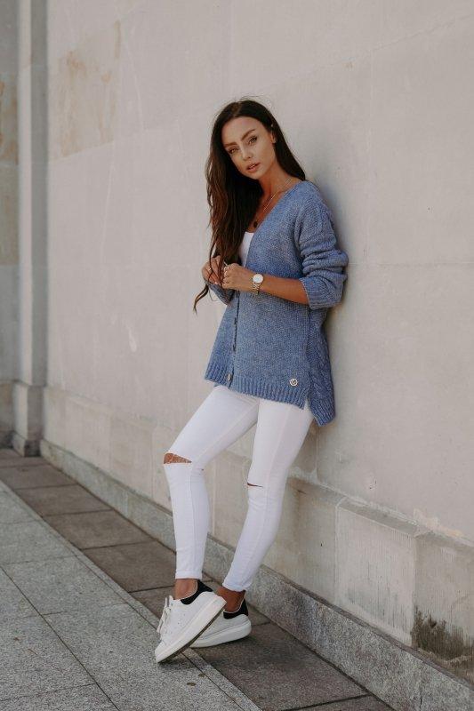 Sweter z guzikami i dłuższym tyłem - LS307-jeans -2