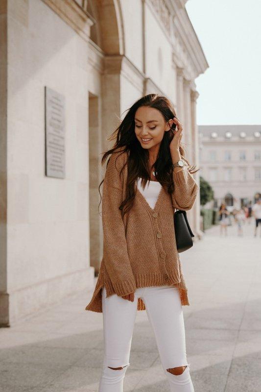Sweter z guzikami i dłuższym tyłem - LS307- kamel -2