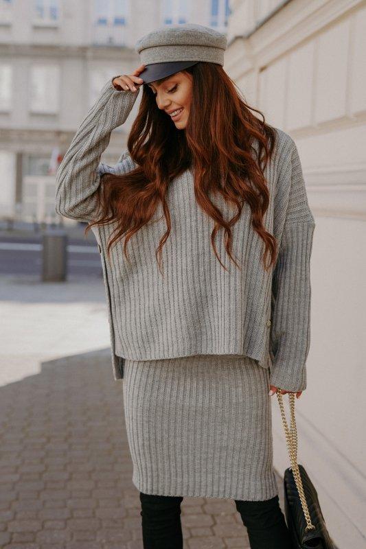 Komplet swetrowy – spódnica i sweter z golfem - jasnoszary- 6