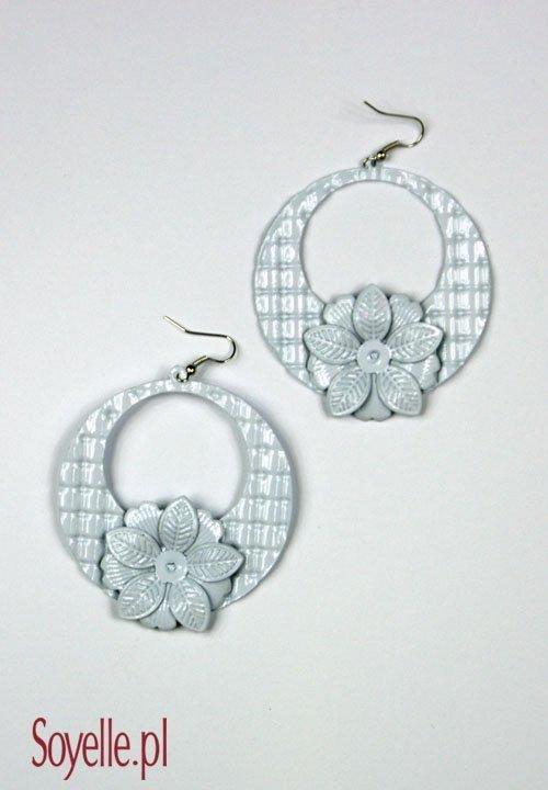 Kolczyki 036 WHITE białe kółka z kwiatkiem