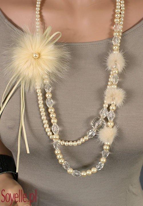 MAFIK perełki ecri z puszkiem, kryształami i futerkową broszką