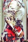 wzorzysta sukienka z ozdobnym kapturem