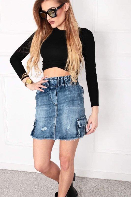 dżinsowa spódnica mini z kieszeniami po bokach i wystrzępionym dołem