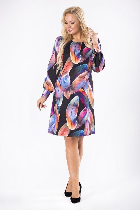 taliowana sukienka z ozdobnymi guzikami przy mankietach