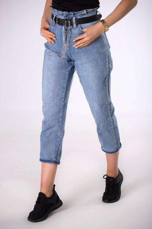 mom jeans z paskiem