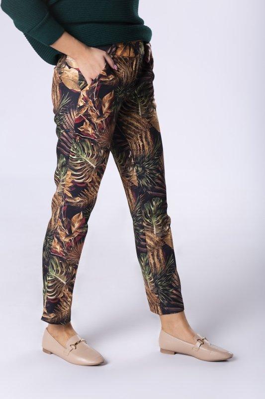 klasyczne spodnie z nogawkami w kant