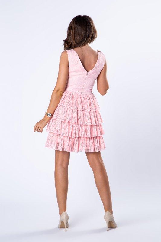 koronkowa sukienka z falbaniastym dołem