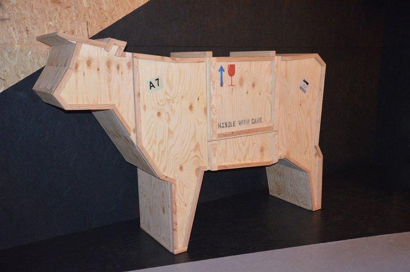 Kredens KROWA - drewno sklejka