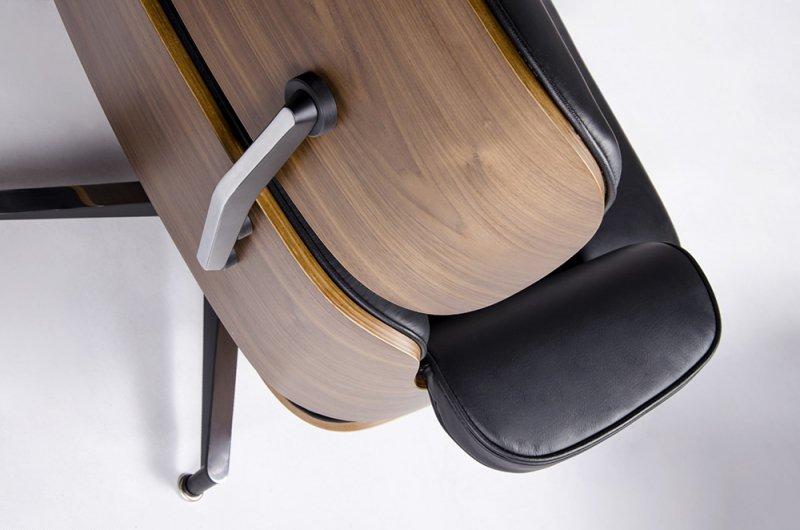 Fotel LOUNGE HM PREMIUM SZEROKI z podnóżkiem czarny - sklejka orzech, skóra naturalna