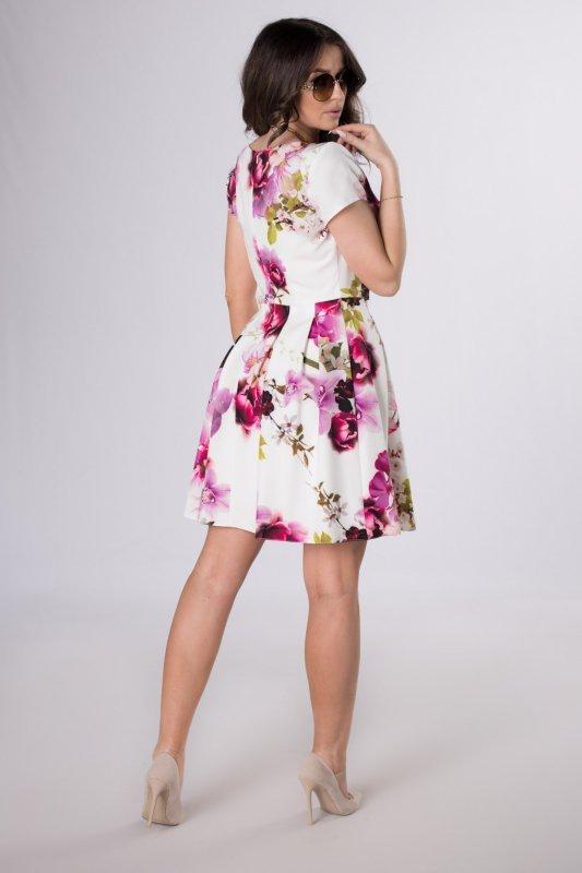 rozkloszowana sukienka w kwiatowy print