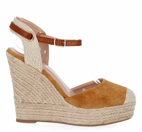 Camelowe sandały damskie na koturnie firmy Givana