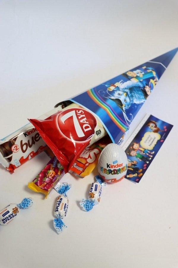 Tyta wypełniona słodyczami dla dzieci do szkoły