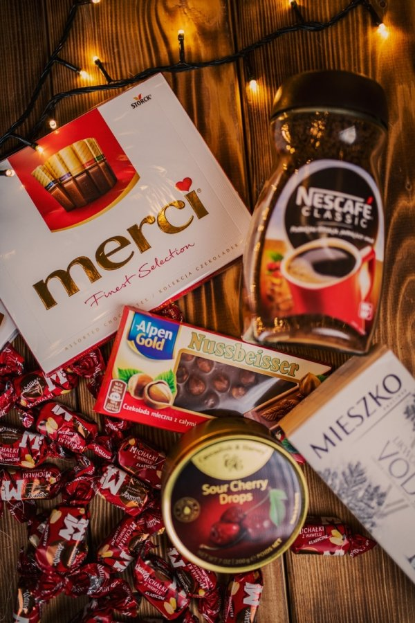 gift box z czekoladkami i kawą