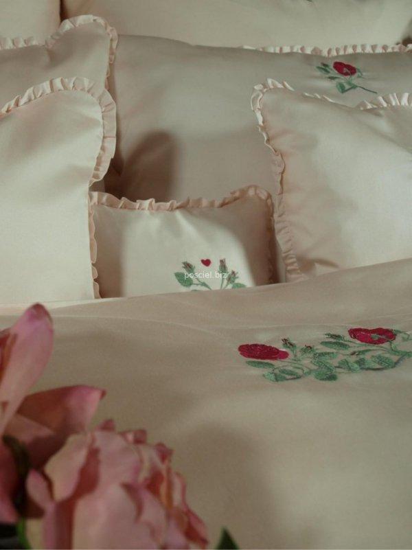 Elegancka pociel z włoskiej satyny z haftem  róży 220x200